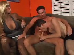 Bi 3some with Strapon MILF
