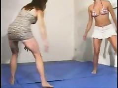 2 Girls Wrestling
