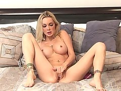 Devon rubbing her sexy pussy