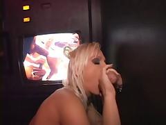 Blondine gloryhole