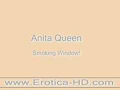 Anita Queen Smoking,