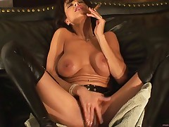 A real smokin pussy.... must see