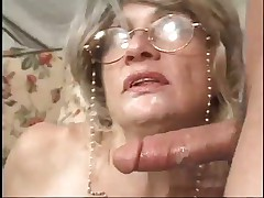 Granny Loves Jizz !