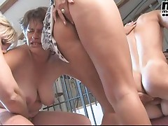 FIT YOUNG GUY FUCKS MATURE ORGY BBW 5