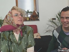 Guy finds cellphone and granny give her pussy as a payment