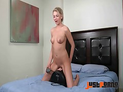 Samantha's Sybian Ride