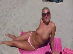 Public beach blowjob and fuck