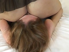 Lezz facecrushing under ass and pussy1