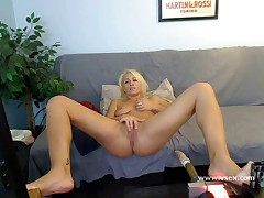 Pornstar Lea Lexis live webcam fucking machine