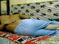 Femme du quatar baise et son fils rentre dans la chambre