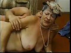 3-gumjobbin-grannies-scene1..