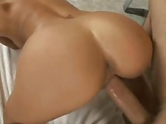 Bimbo pornstar Lichelle Marie fucked in bathroom