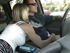 Milf handjob in a car