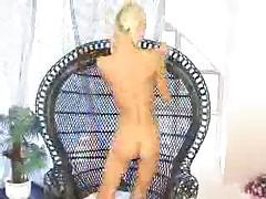 Niki Blonde - Playful Fingers