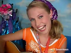 Masturbating Guitar Girl