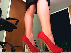 CamDiva - Sensual Dominant Female Teasing With Her Perfect Curvy Legs