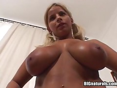 Lucy - Big Naturals - Sunny Gold Boobs