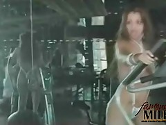 Vida Guerra - Super Hot Model Vida Guerra Works Out Into The Gym Wearing Only A Skimpy Bikini That S