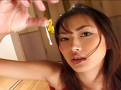 Mai Kuramoto plays with come