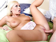 Angelinaash loves hardcore sex and sex toys as she demonstrates in this exquisite hardcore video.