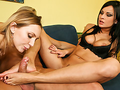 Threesome of feet and ass for dark-haired and this blonde !