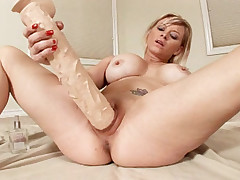 Blonde babe enlarges her cunt with mega huge rubber cocks