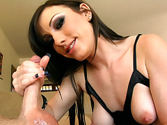 Porn beauty loves getting loads of cum on her cute face !