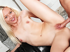 Young & Horny Jeanie wants to get fucked & swallow some cum