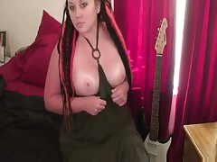 A fat gothic woman dildoes herself