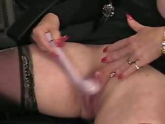 Mature Lady plays with her cunt