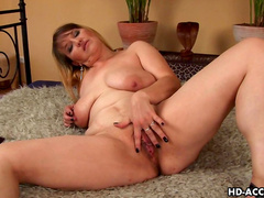 Busty chubby babe Hermina gets her pussy licked