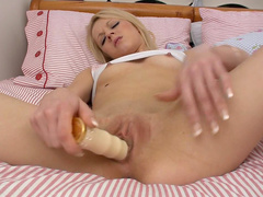 April Paisley adores to feel dildo in her snatch