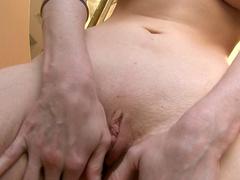 Slender brunette Devon Darling bangs her shaved hole