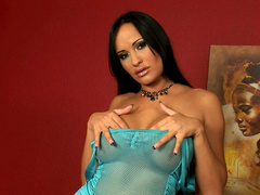 Tanned glamorous chick Claudia Capri fingers her clit