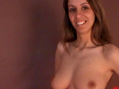 Lisa Sparkle is smiling naked in the camera