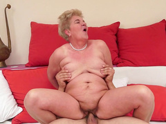 Granny Lady Bella fucks in her hairy hole