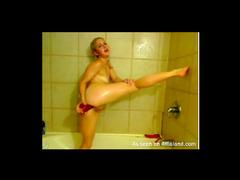 Flexible amateur toy sex in shower