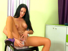 Brunette Nicole Vice is peeing in the cup