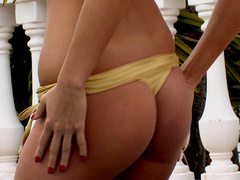 Chick in bikini Lauryn May is masturbaitng her shaved pussy