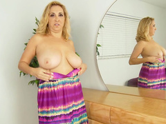 Mature Sophia Jewel is fucking her vagina