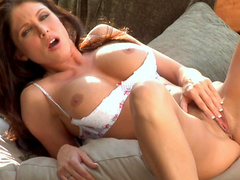 Brunette milf Jessica DiFeo shows her naked body
