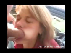 Redhead sucks out load in the car