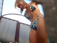Amateur babe with big ass is taking off her bikini