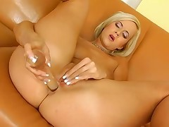 Cindy and her dildo