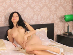 Dark-haired babe Arian is poking her puss