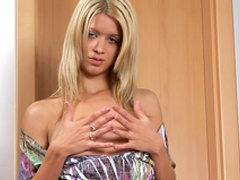 Blonde Janka is drilling her lovely puss