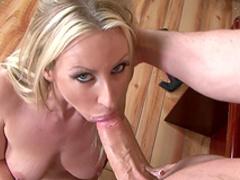 Blonde Carolyn Reese sucks Clarke Kent's dick
