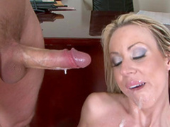 Blonde Carolyn Reese sucks Clarke Kent's dick
