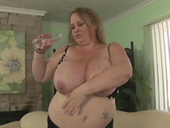 Fat blonde Sienna Hills is playing with puss