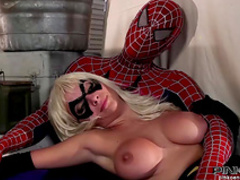 Bleached babe suck a dick of spidy